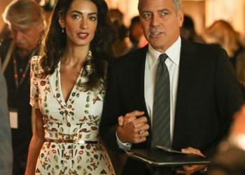 Амал Клуни е на 40 и изглежда зашеметяващо (СНИМКИ)
