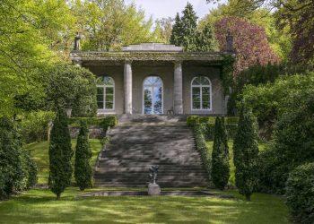 Карл Лагерфелд продава луксозната си вила в Германия (СНИМКИ)