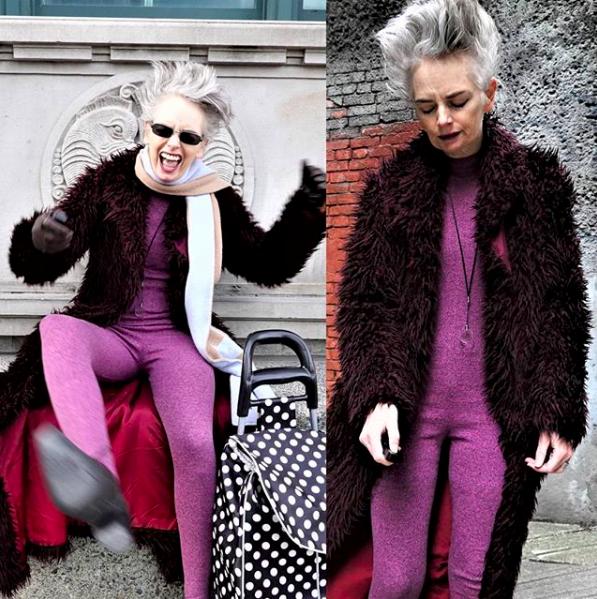 Мелани Кобаяши Тя е блогър от Ванкувър. Пише за чанти и шапки. 53-годишната Мелани умело съчетава забавни щампи, ярки цветове и има свежа визия.