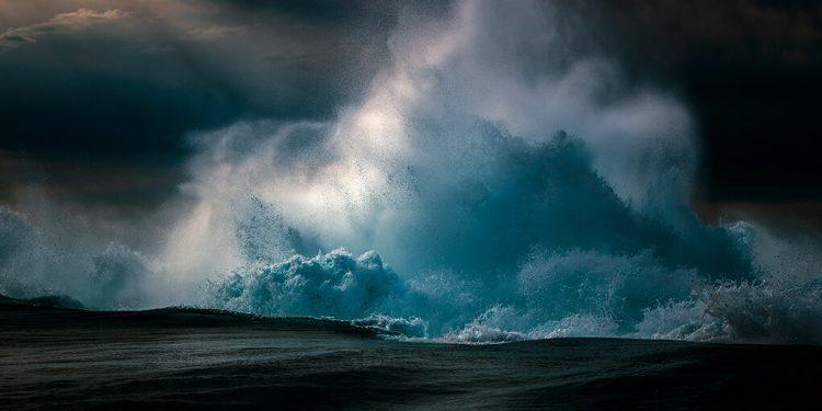 Австралиец прекара 10 години, за да заснема вълните, а фотографиите му спират дъха