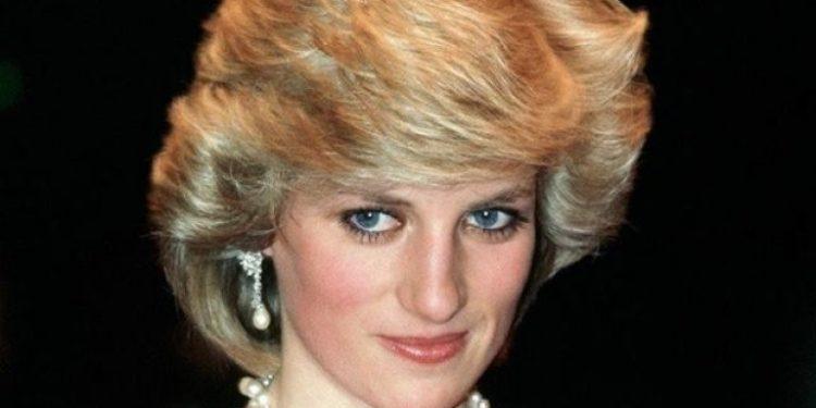 Facebook / DIANA Princess of Wales 1961-1997 - PhotosAlbum