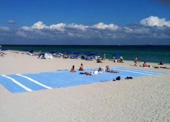 Когато искаш да заемеш по-голяма част от плажа, има интересен вариант! Донеси хавлията на някой гигант!