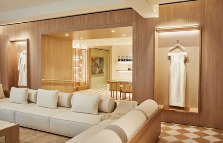 """Разположен в Медисън Авеню, бутикът на Габриела Хърст в Ню Йорк е проектиран с помощта на водещия аркитект в """"ZARI""""- Захер Катерджи. Неутралните тонове създават приятна, изискана среда, предназначена за добрия комфорт на пазаруващите, сякаш пазаруват от всекидневната си. А диванът? Тапициран е със скъп кашмир, разбира се. Източник: GABRIELA HEARST"""