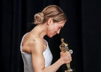"""Кралицата на нощта - Рене Зелуегър, сякаш като феникс """"възкръсна"""" с ролята си в """"Джуди"""", макар че доста критици отдавна я бяха отписали от Висшата лига на Холивуд -> -> ->"""