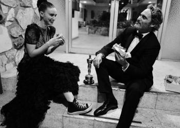 """Хоакин Финикс, Руни Мара с рокля Диор и кецове, един сандвич и един """"Оскар"""""""