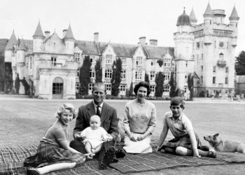 Балморал – любимият замък на кралица Елизабет, в който принц Чарлз прекарва карантината си