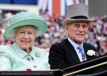 Какво пропуснахме в последния портрет на кралица Елизабет и принц Филип?